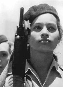 cuban-women-in-uniform-1962